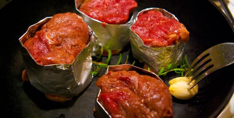 5 потрясающих рецепта — как вкусно пожарить стейк свинины на сковороде