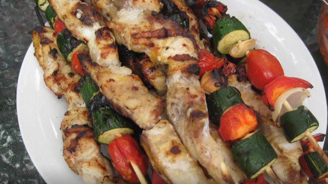 Как приготовить вкусный, сочный шашлык из рыбы — лучшие рецепты маринада