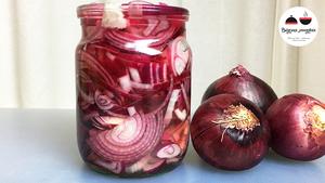 Лук маринованный в уксусе к шашлыку или салату — быстрый рецепт