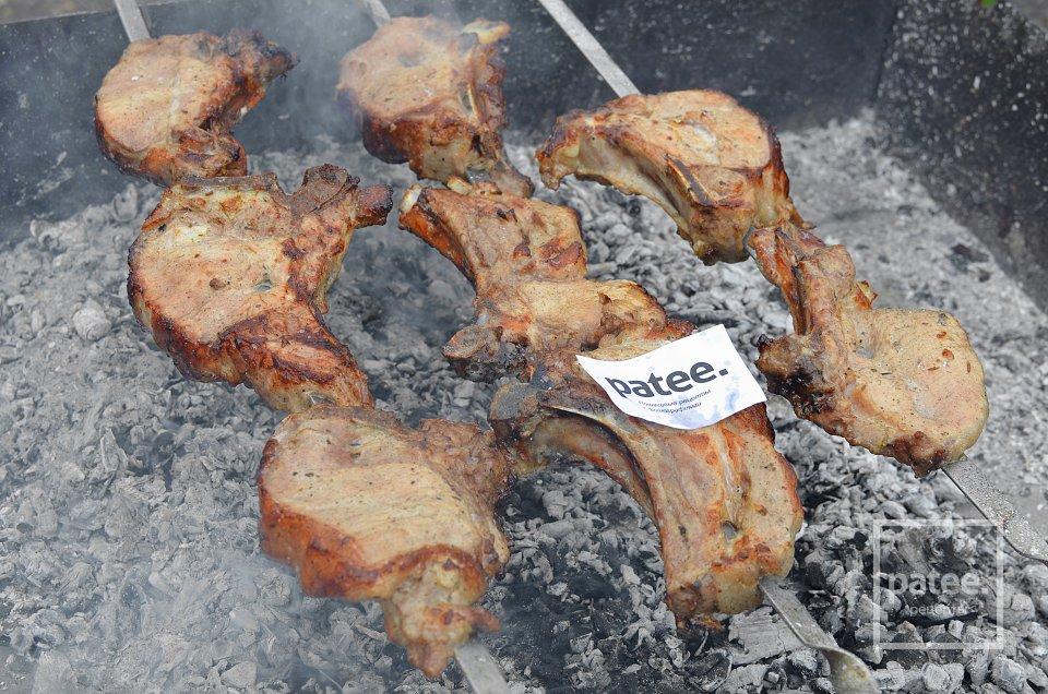 Как вкусно приготовить антрекот из свинины на углях
