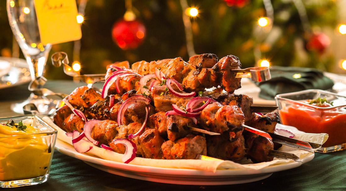 Маринад для шашлыка из свинины — 14 рецептов которые сделают мясо мягким и сочным