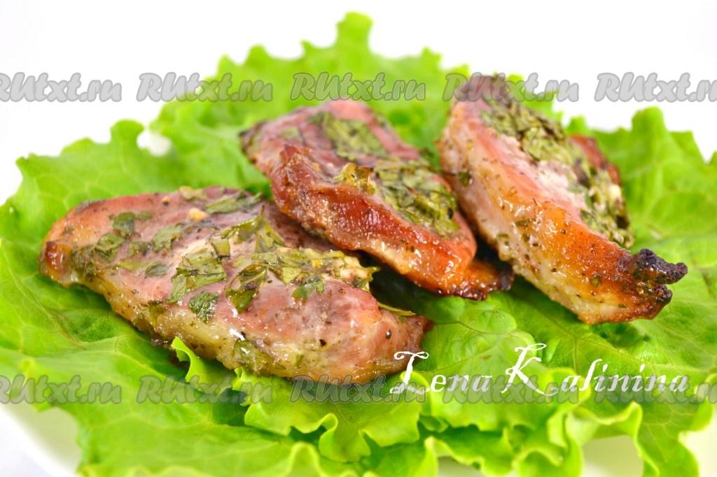 Стейки свинины, запеченные в духовке