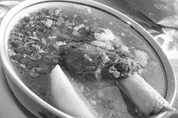Вкусная шурпа на костре в казане из баранины