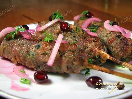 Люля кебаб из фарша свинины и говядины на мангале