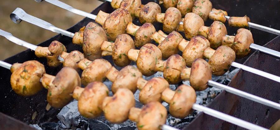 Шампиньоны на мангале: фото, рецепты приготовления маринадов для жарки грибов на пикнике