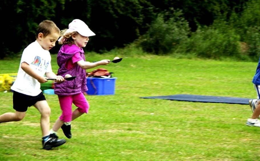 Подвижные игры на свежем воздухе для веселой компании взрослых и подростков