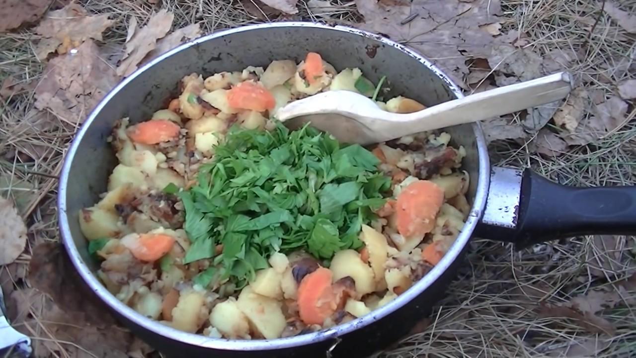 Как приготовить картофель на мангале: вкусные рецепты на решетке, на шампурах, в фольге - onwomen.ru