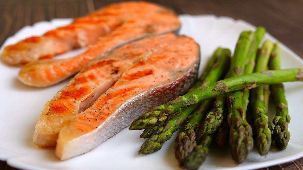 Стейк из лосося на сковороде