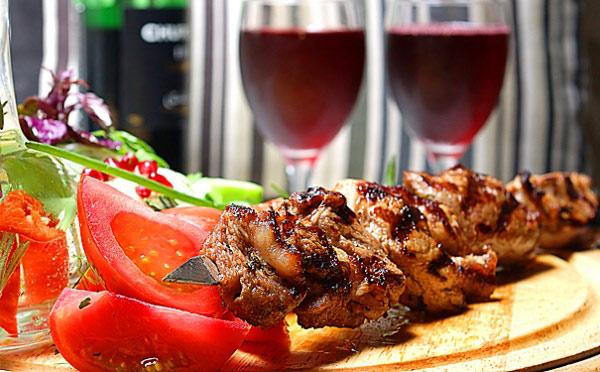 Шашлык из свинины, маринованной в шампанском. рецепт с пошаговыми фото. мясо в шампанском рецепт в духовке. как сделать шашлык в шампанском из свинины