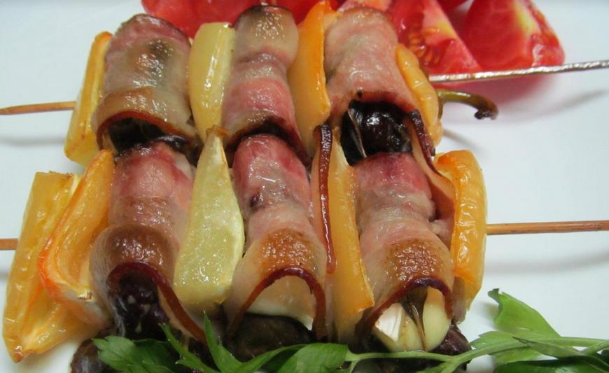 Шашлык из печени на мангале