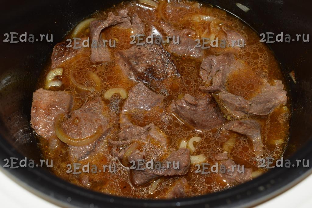 Свинина, жареная кусочками с луком на сковороде - 10 пошаговых фото в рецепте