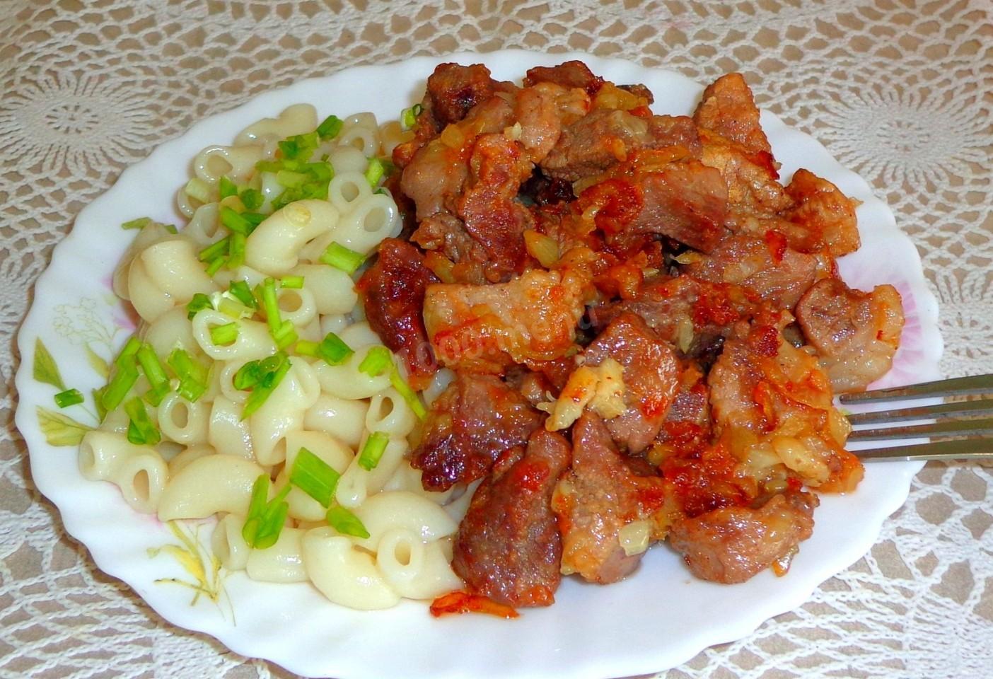 Поджарка из свинины с луком