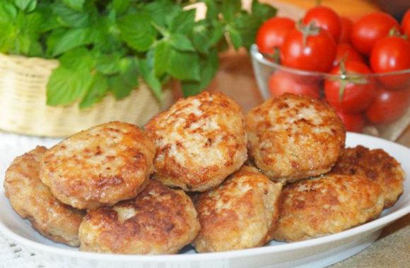 Котлеты из фарша — 5 классических рецептов (на сковороде и в духовке)