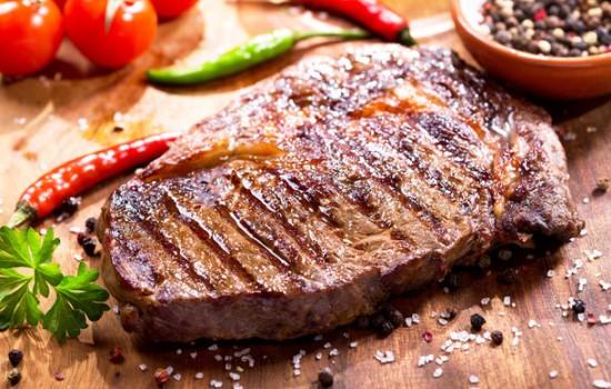 Как пожарить стейк из свинины на сковороде чтобы она была мягкой и сочной