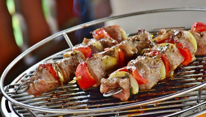 200 рецептов блюд на открытом воздух: гриль, барбекю, шашлык из мяса, рыбы, овощей, морепродуктов и фруктов (5 стр.)