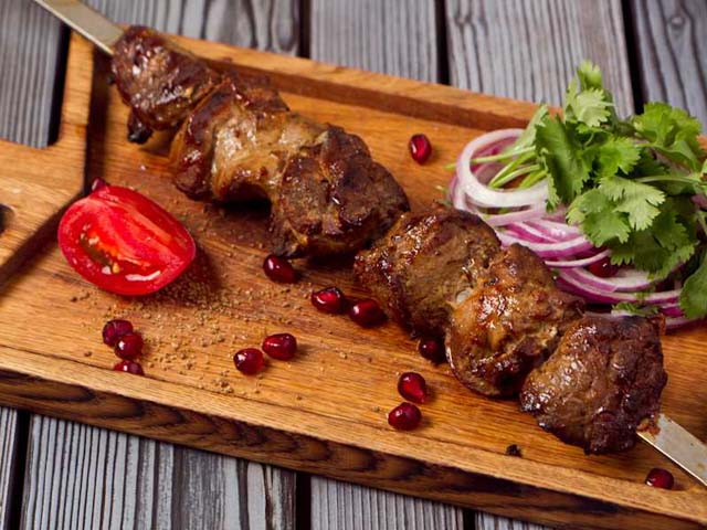 Шашлык азербайджанский: выбор продуктов, особенности приготовления, с чем подавать, рецепт соуса