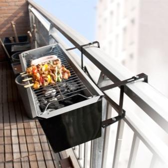 Как жарить шашлыки на балконе – и можно ли