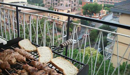 Шашлык на балконе. все нюансы и необходимая техника