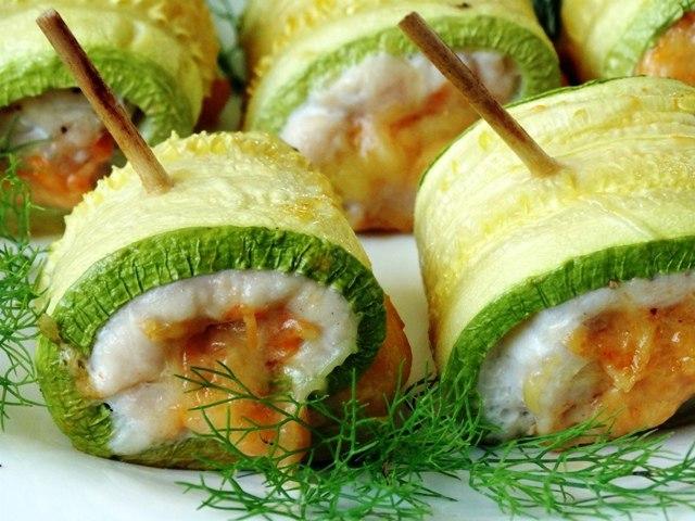 Рулетики из кабачков с куриным мясом - 8 пошаговых фото в рецепте