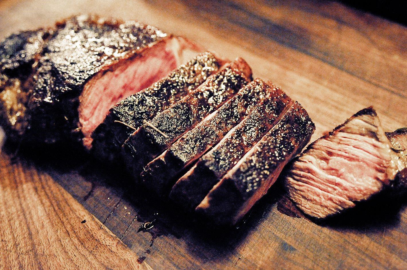 Мясо на сковороде гриль свинина