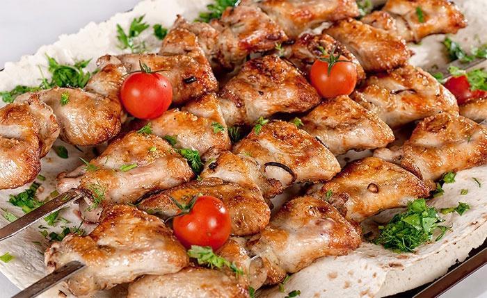 Как замариновать курицу для шашлыка быстро и вкусно