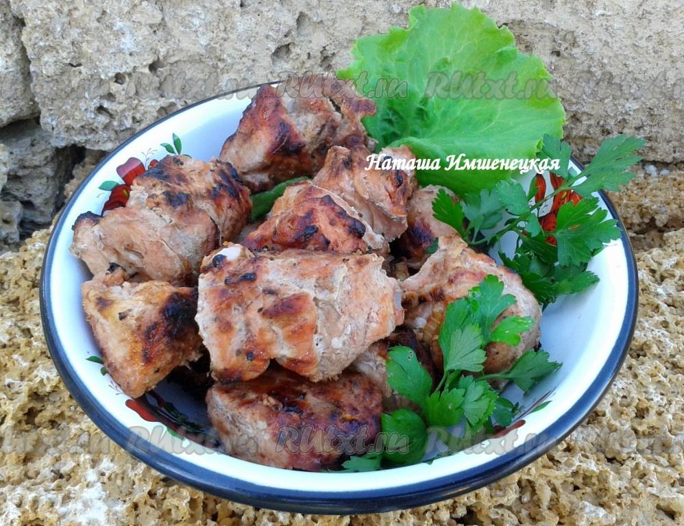 Как замариновать шашлык из свинины в томатном соке, в минеральной воде, кефире