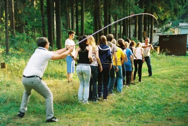 Веселые конкурсы и игры на природе