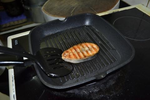 Стейк из семги жаренный на сковороде