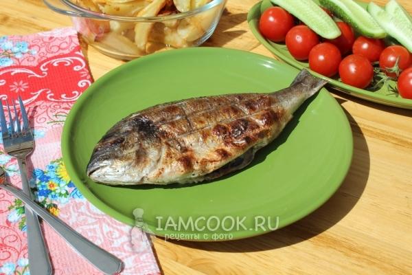 Рыба гриль на мангале