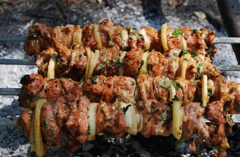 Шашлык из свинины: маринад самый вкусный, чтобы мясо было мягким (5 рецептов)