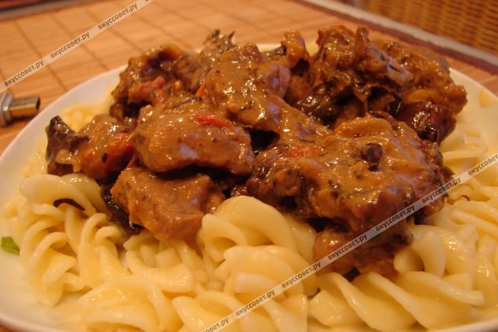 Свинина с грибами на сковороде