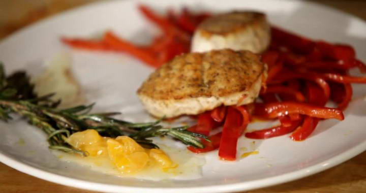 Стейк из индейки на сковороде. рецепт с соевым соусом, чесноком пошагово