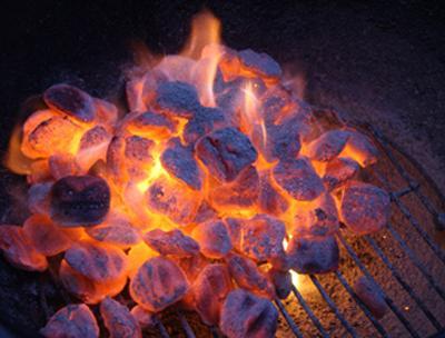 Разбираемся в способах, как разжечь уголь в мангале