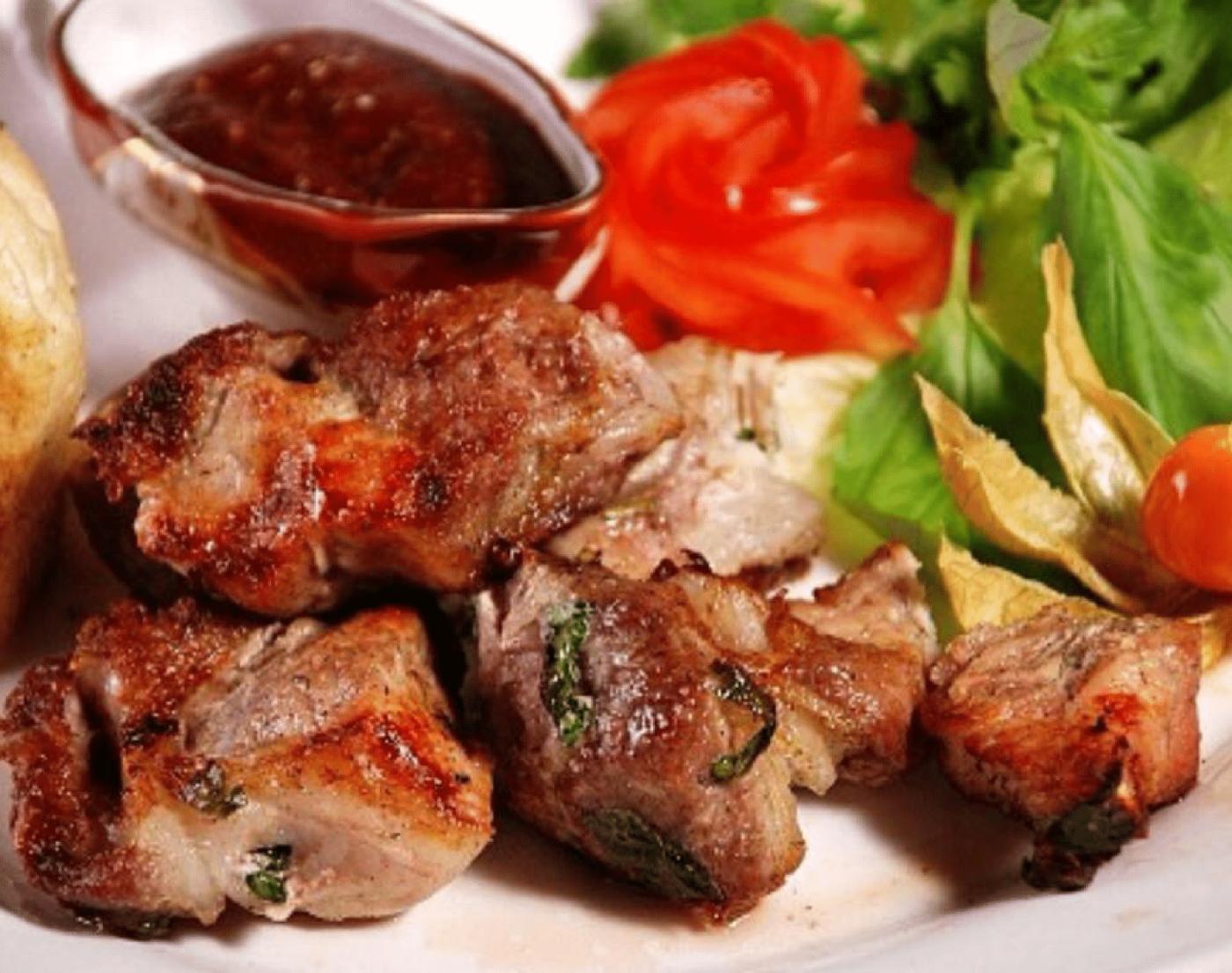 Шашлык из свинины с уксусом мягкий на углях