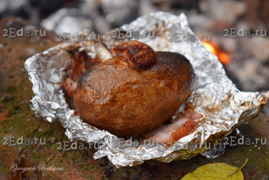 Запеченная картошка в фольге на углях