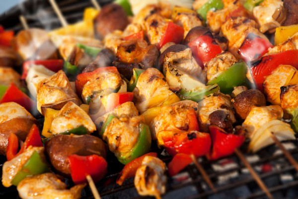 Шашлык из курицы в духовке - 8 рецептов на шпажках, противне
