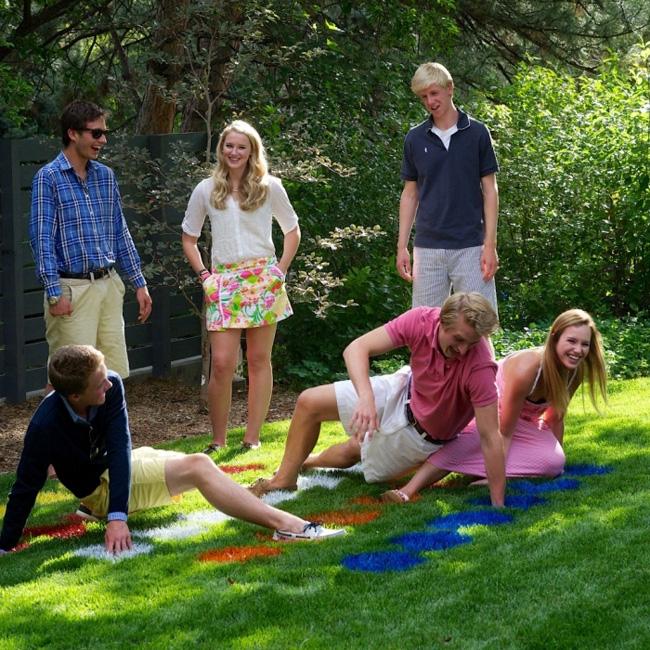 Смешные подвижные игры для взрослых на природе