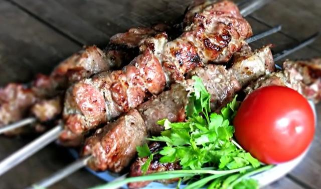 Как сделать шашлык из свинины?
