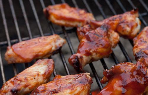 Маринад для куриных крылышек — 8 рецептов для шашлыка на мангале или в духовке