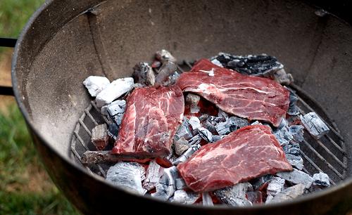 Как готовить говяжий стейк дома, на мангале - рецепты