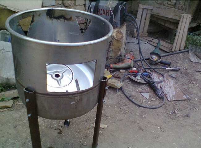Гриль-барбекю из 200 литровой бочки
