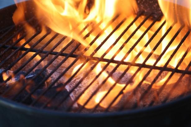 Способы разжигания углей в мангале
