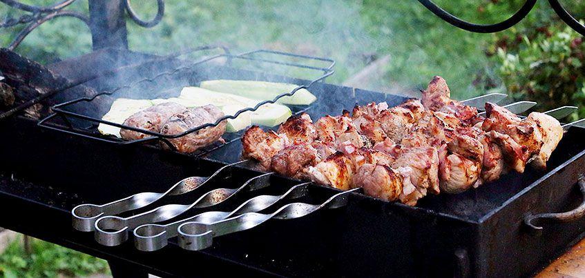 Как сделать шашлык: выбор мяса, правильная нарезка. вкусный рецепт маринада, чтобы мясо было сочным и мягким. секрет вкусного шашлыка
