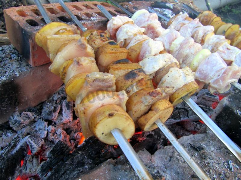 Шашлык из свинины в фольге в духовке - 8 пошаговых фото в рецепте