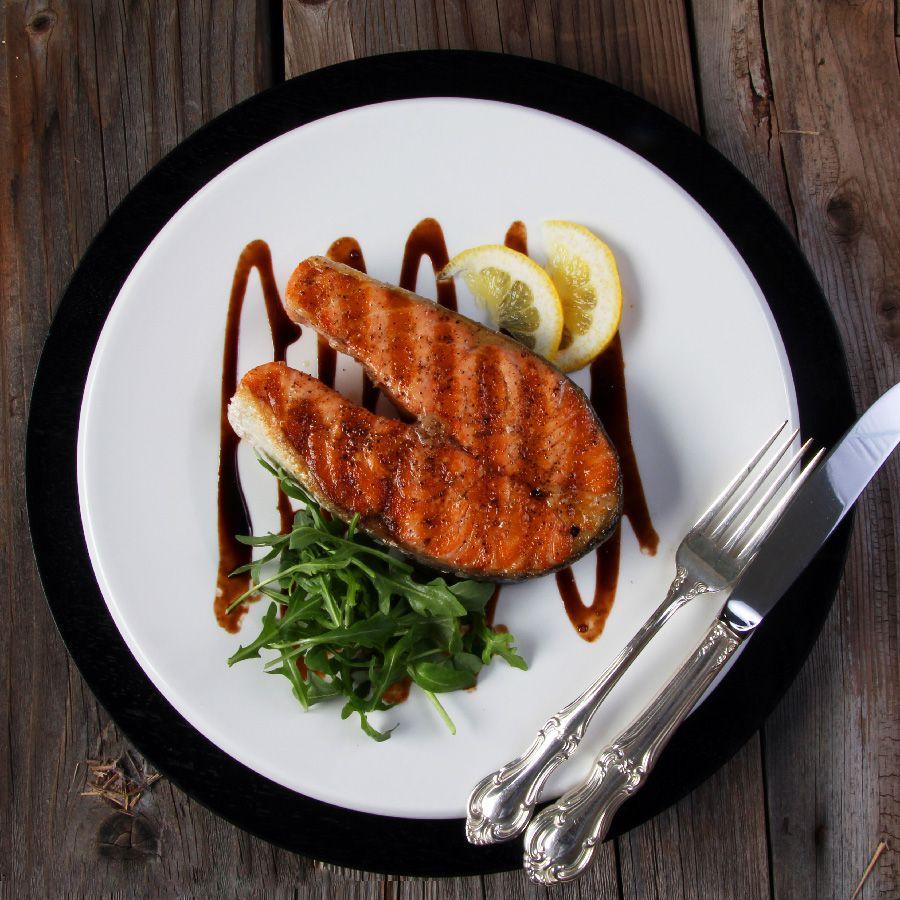 Стейк из красной рыбы на сковороде рецепт