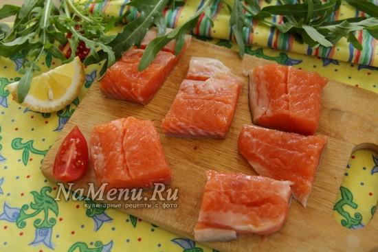 Как замариновать и пожарить шашлык из лосося