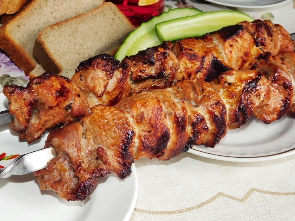 Как жарить шашлык из свинины на сковороде