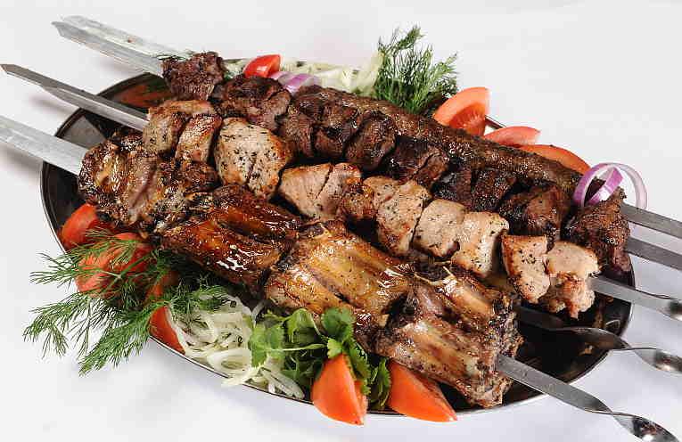 Маринад с уксусом и луком для сочного шашлыка из свинины