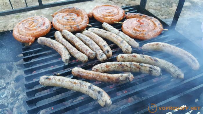 Колбаски для гриля в домашних условиях - 10 пошаговых фото в рецепте