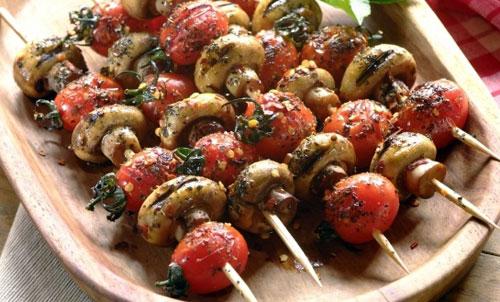 Шашлык из шампиньонов. рецепты для мангала и духовки. как вкусно замариновать и приготовить.